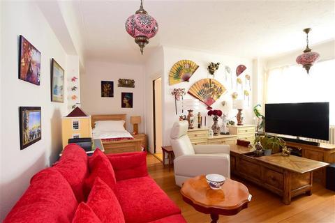 1 bedroom flat for sale - Kings Road, Brighton, East Sussex