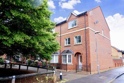 4 bedroom townhouse to rent - Hornbeam Way, Weston Turville