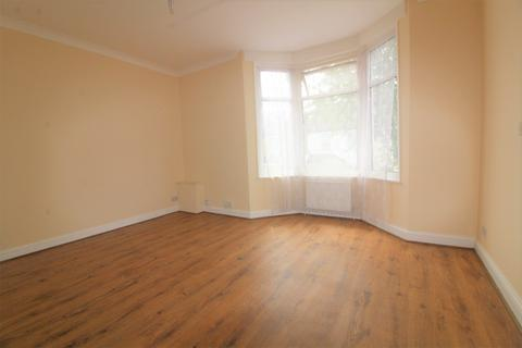 2 bedroom flat - Clarence Road, Enfield, EN3