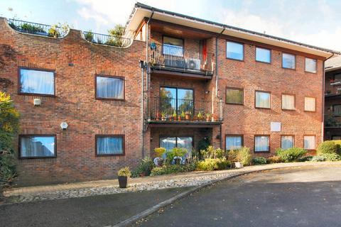 2 bedroom apartment to rent - Carew Road Northwood HA6