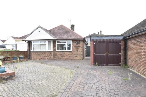 2 bedroom detached bungalow for sale - Sunnycroft Close, Bishops Cleeve, Gloucestershire, GL52