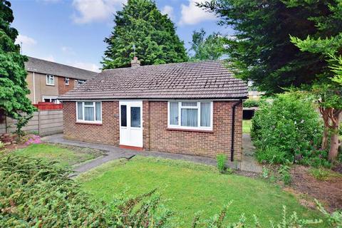 2 bedroom detached bungalow for sale - Lower Road, Faversham, Kent