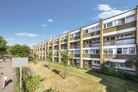 3 bedroom flat to rent - Mile End Road, London E3