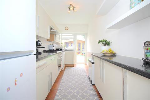 3 bedroom terraced house for sale - Risley Avenue, London