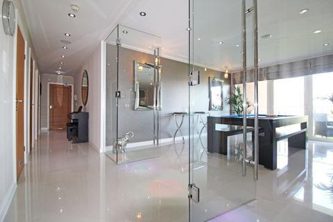 2 bedroom apartment for sale - Monaco House, Lynton Court, Cardiff Bay