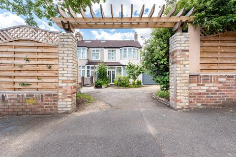 4 bedroom semi-detached house - Sunny Bank, London, SE25