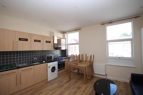 5 bedroom house share to rent - 9 Aldis Street, London, SW17