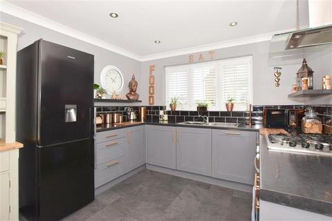 4 bedroom detached house for sale - Southsea Avenue, Minster On Sea, Sheerness, Kent
