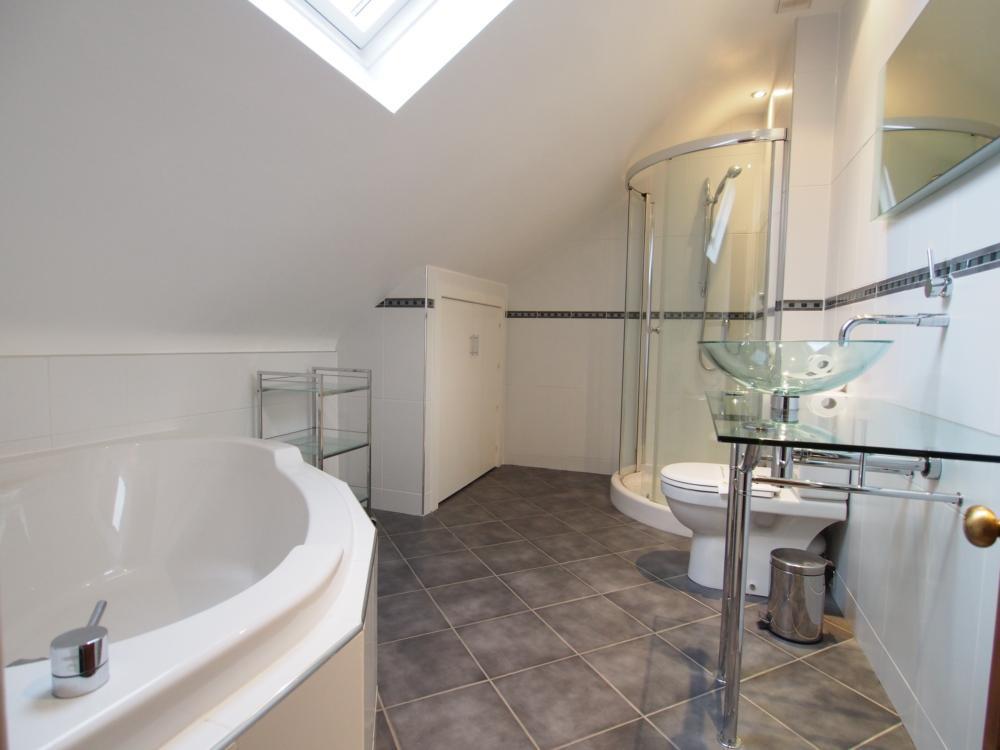 Bathroom on top floor