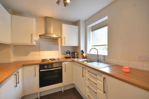 Studio to rent - Aylsham Drive, Ickenham, Middlesex, UB10 8UH