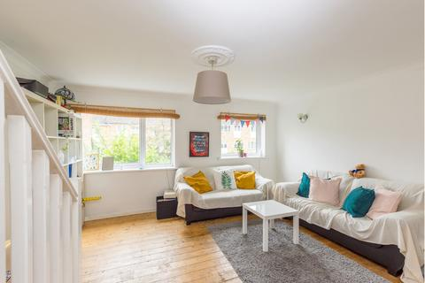4 bedroom terraced house to rent - Glengall Road, Woodford, IG8