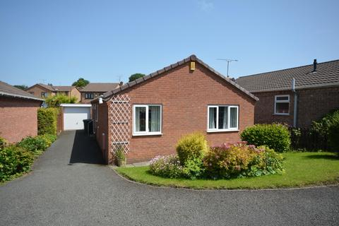 3 bedroom detached bungalow - Trevose Close, Walton, Chesterfield, S40 3PT