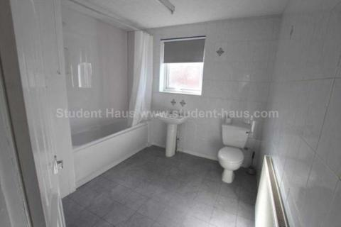 3 bedroom house to rent - Milnthorpe Street, Salford, M6 6DT
