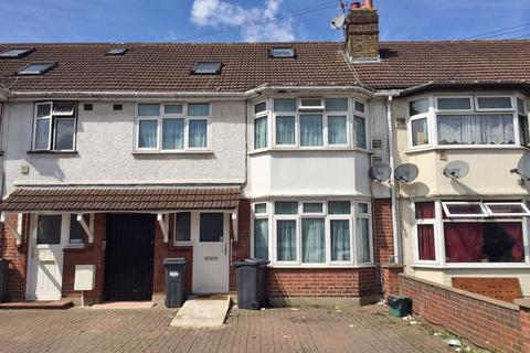 5 bedroom terraced house for sale - Berkeley Avenue, Hounslow, TW4