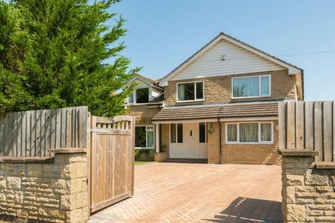4 bedroom detached house for sale - Buckingham Road, Bicester