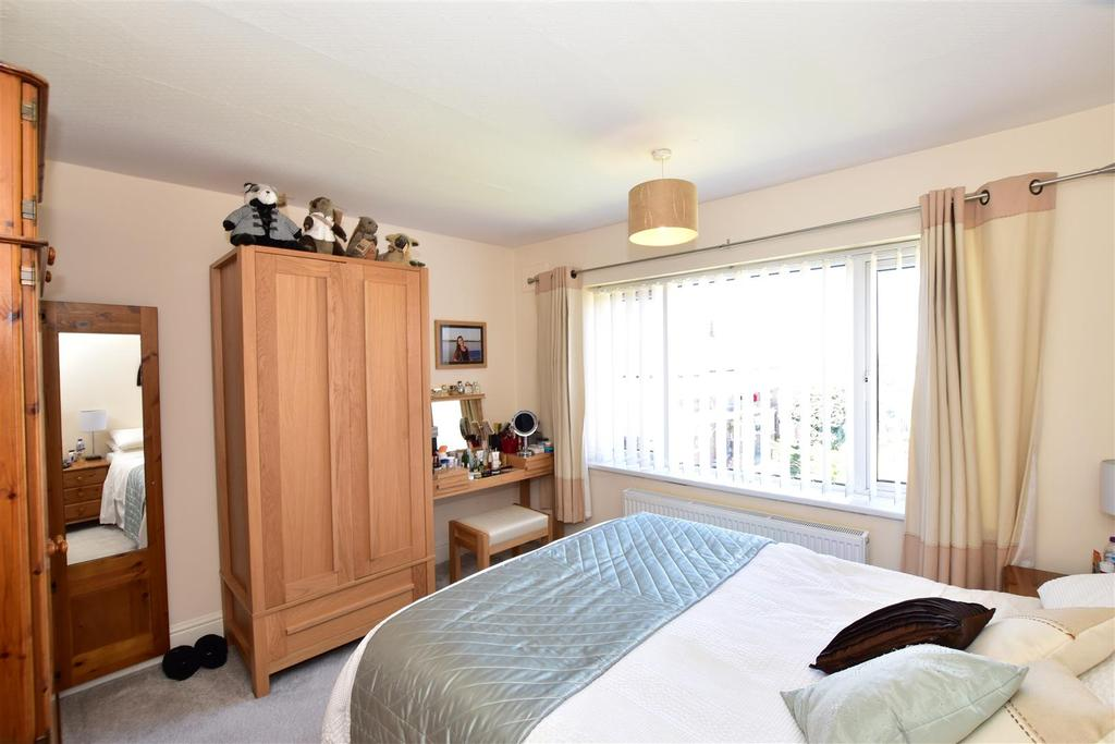 Bedroom 1 (Front Facing)