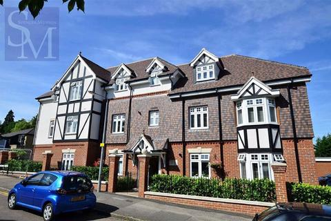 2 bedroom flat to rent - Rodings Court, Loughton, Essex