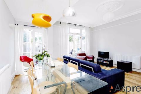 4 bedroom house to rent - Nimrod Road, London
