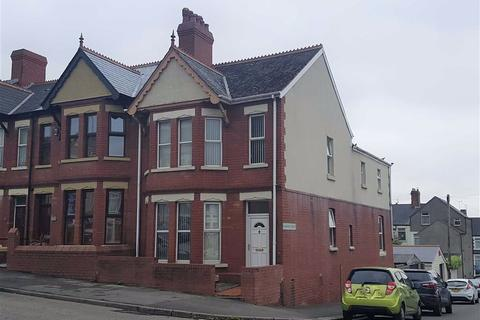 4 bedroom end of terrace house for sale - Gladstone Road, Barry