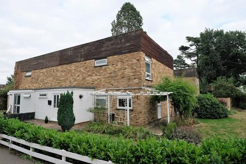 3 bedroom semi-detached house to rent - Roslings Close, Chelmsford, CM1