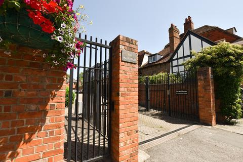 2 bedroom maisonette for sale - Brakspear Mews, New Street, Henley-on-Thames