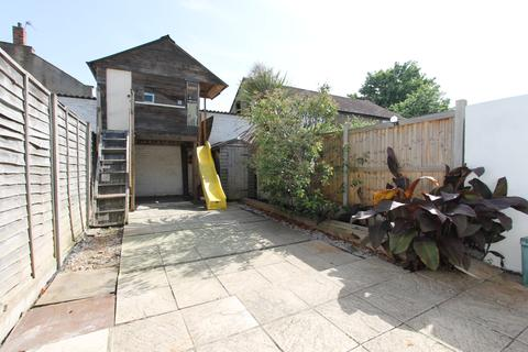 3 bedroom house to rent - Grosvenor Road, London, N9