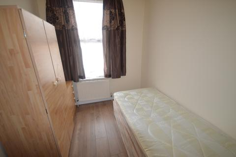 1 bedroom house share to rent - London N17