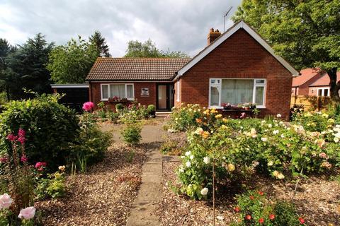 2 bedroom detached bungalow for sale - Main Street, North Frodingham