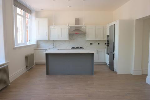 2 bedroom flat to rent - Allerton Road, Woolton, Liverpool, Merseyside. L25 7RA