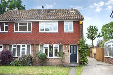 3 bedroom semi-detached house for sale - Chyngton Close Sidcup DA15
