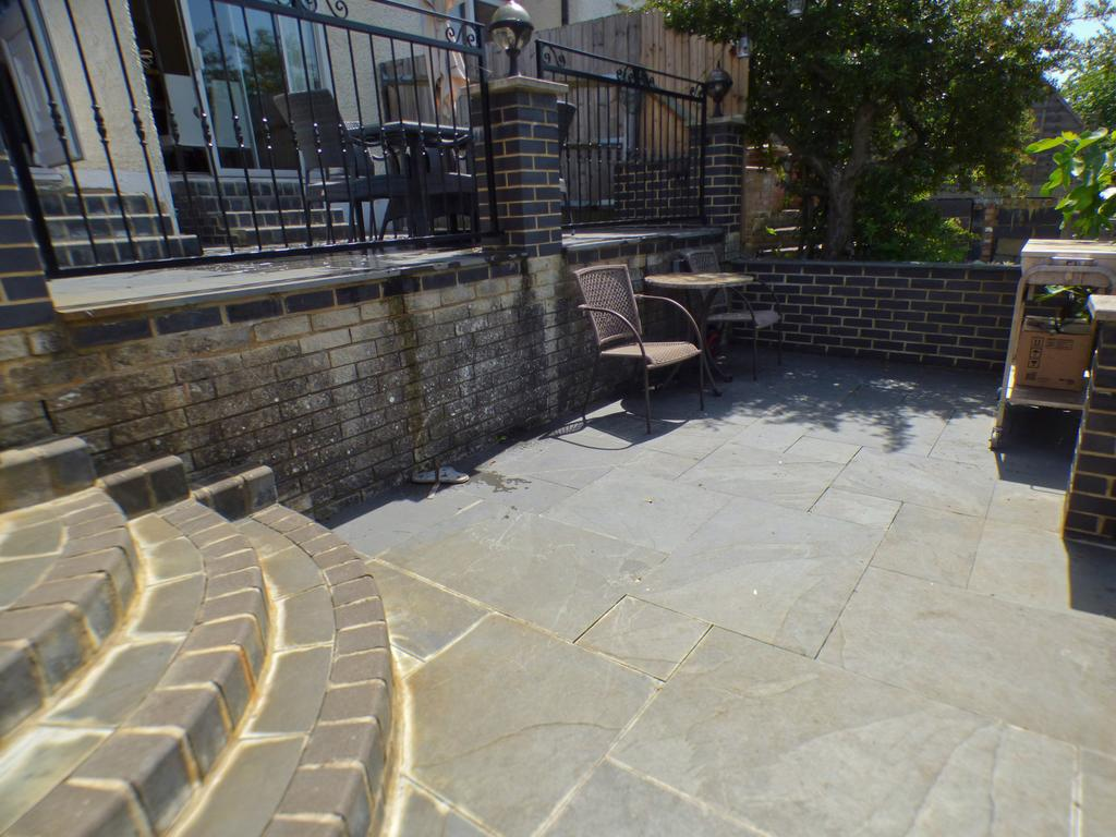 Middle patio