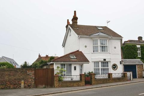 4 bedroom detached house for sale - London Road, Deal
