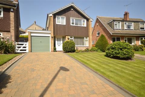 3 bedroom detached house for sale - Hall Lane, Horsforth, Leeds, West Yorkshire