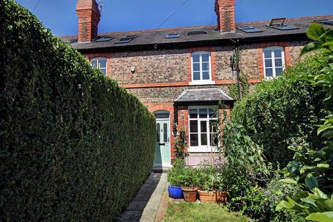 3 bedroom terraced house for sale - Knutsford View, Hale Barns, Cheshire