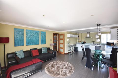3 bedroom flat to rent - Mannheim Quay, Maritime Quarter, Swansea