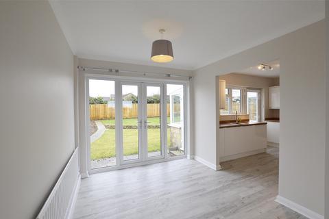 3 bedroom detached bungalow to rent - Charlton Park, Midsomer Norton, RADSTOCK, Somerset, BA3