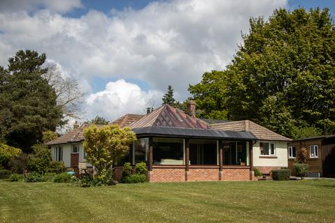 3 bedroom bungalow for sale - The Thicket, Leckhampstead, Newbury, RG20