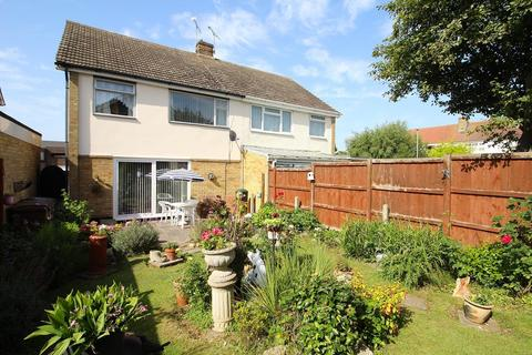 3 bedroom semi-detached house for sale - Bells Chase, Great Baddow, Chelmsford, Essex, CM2