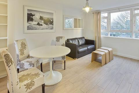 3 bedroom flat to rent - Searles Close, SW11 4RH