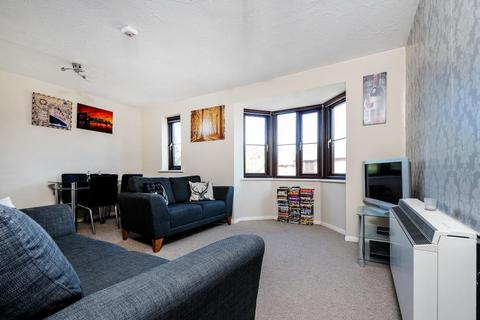 1 bedroom flat for sale - Poets Chase, Aylesbury, Buckinghamshire, HP21