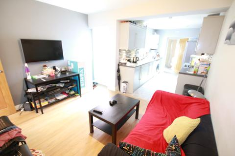 4 bedroom terraced house to rent - Briants Avenue, Reading, RG4