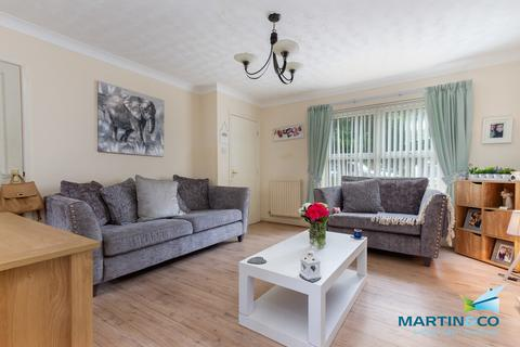 3 bedroom semi-detached house to rent - Breeze Close , Thornton Cleveleys