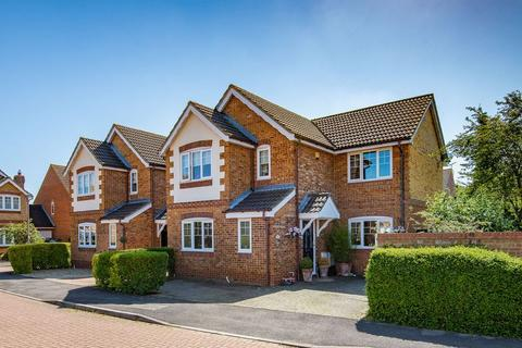 4 bedroom house for sale - Carnation Way, Aylesbury