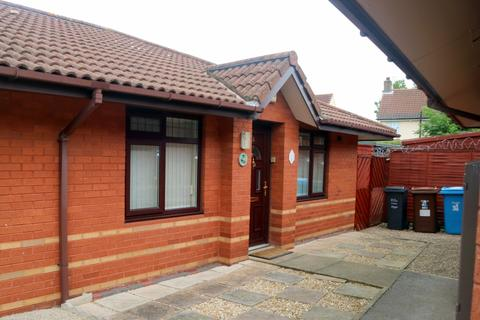 2 bedroom bungalow for sale - St Georges Walk, Hull, East Riding of Yorkshire, HU9