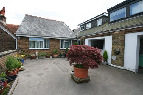 3 bedroom maisonette to rent - Bishop Croft, High Street, Henfield BN5