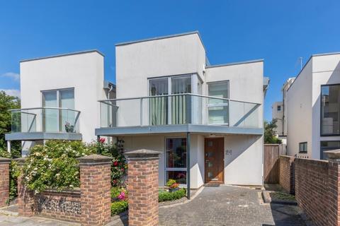 3 bedroom detached house for sale - Medina Villas, Hove, East Sussex, BN3