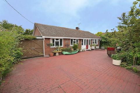 3 bedroom detached bungalow for sale - Imperial Avenue, Mayland, Essex, CM3