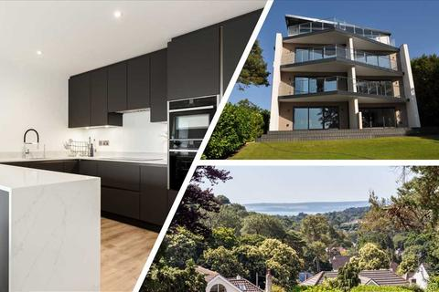 3 bedroom apartment for sale - First Floor Flat, 3 Wentworth Heights
