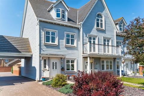 4 bedroom terraced house for sale - David Newberry Drive, Lee-on-the-Solent, Hampshire