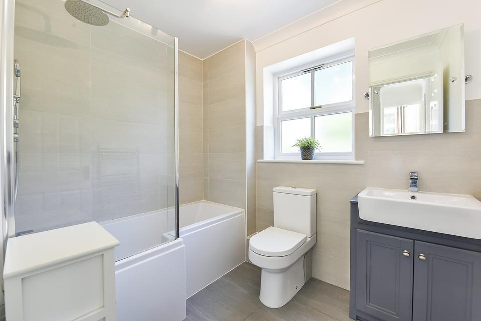 Wandle Bank, Colliers Wood SW19 3 bed semi-detached house ...